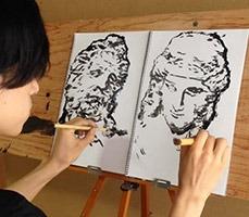 Aynı Anda İki Elini de Kullanabilen Japon Sanatçı Çizimleriyle Şaşırtıyor